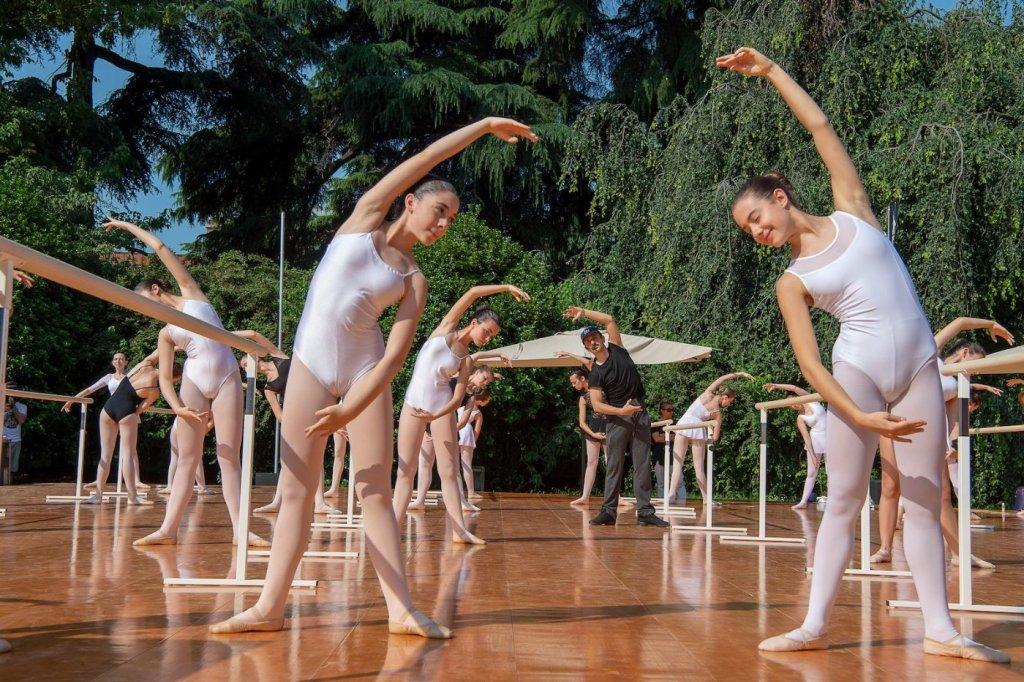 lezione alla sbarra danza classica